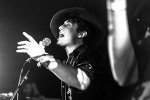 Jaz Delorean – solo (lead singer Tankus)