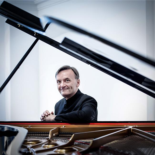 Stephen Hough plays Rachmaninov