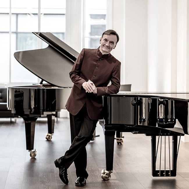 Stephen Hough Plays Dvorak