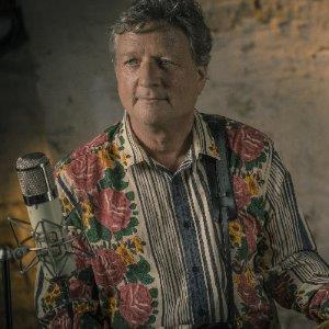 Glen Tilbrook - The Voice and Face of Squeeze