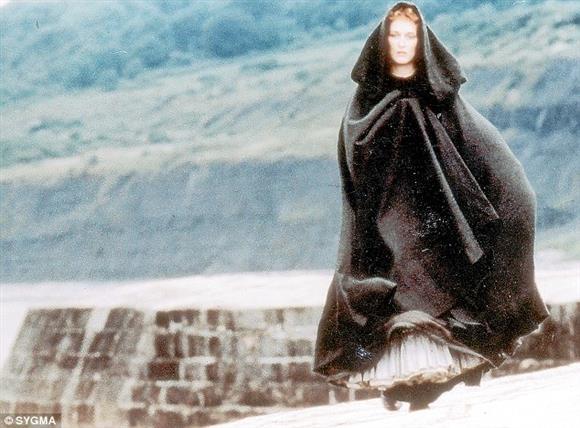 Literature Film: The French Lieutenant's Woman (1981, 12, 119mins)