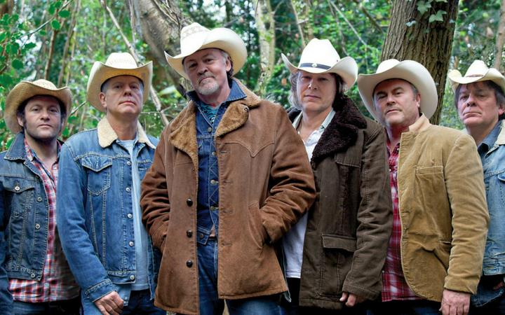 Los Pacaminos feat. Paul Young image