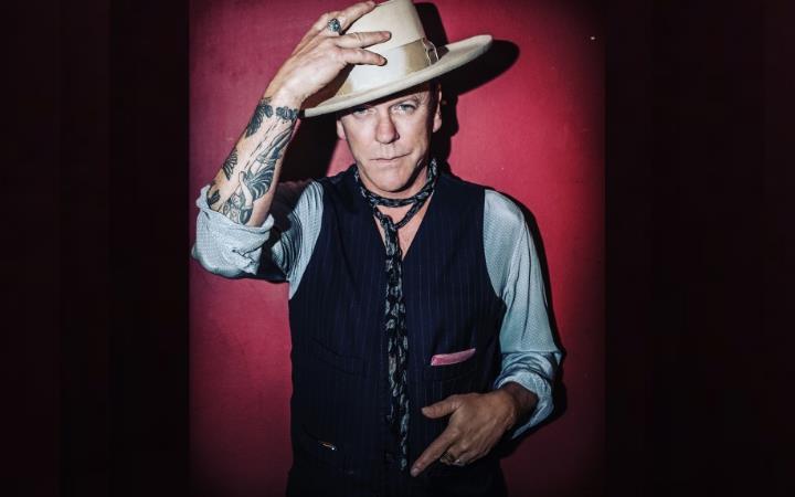 Kiefer Sutherland image