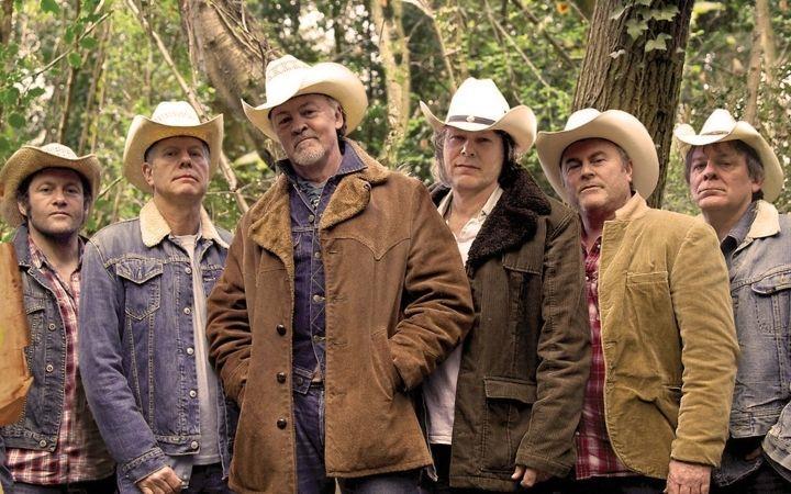 Los Pacaminos with Paul Young image