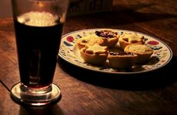 Johnny Coppin: Pre-order mulled wine & mince pies